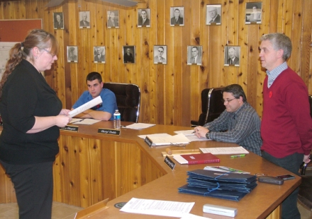 The new Meadow Lake city council held its first meeting Nov. 5 during which time members were officially sworn in for the new council term. Here, newly elected councillor Layne Shkopich and interim city manager Richard Levesque look on as city clerk Cheryl Dodds has mayor Gary Vidal recite the oath of office.